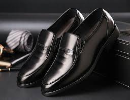 Giày tây không thể thiếu trong các buổi tiệc